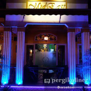 Foto 18 - Eksterior di Mid East Restaurant oleh Darsehsri Handayani
