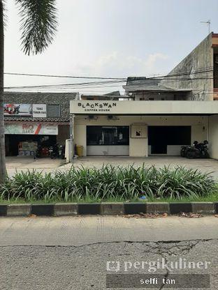 Foto review Blackswan Coffee House oleh Selfi Tan 7