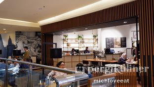 Foto 5 - Interior di The Goods Cafe oleh Mich Love Eat