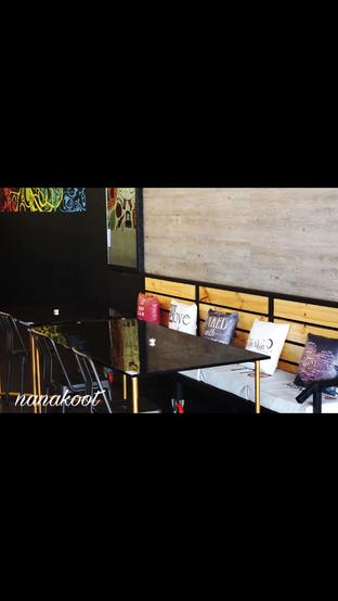 Foto 9 - Interior di Monchitto Gourmet Pizza oleh Nanakoot