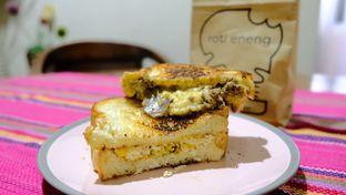 Foto 2 - Makanan di Roti Eneng oleh YSfoodspottings