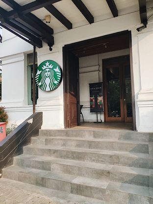 Foto 1 - Eksterior di Starbucks Coffee oleh inggie @makandll