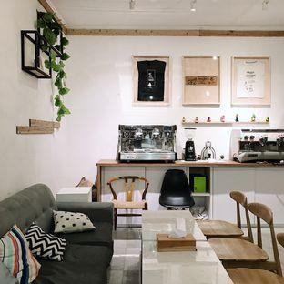 Foto 8 - Interior di Elmakko Coffee oleh Della Ayu