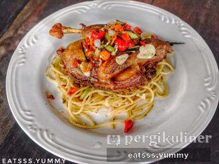 Foto 10 - Makanan(Pasta Crispy Bebek With Sambal Matah) di Kopi Kitchen oleh Yummy Eats