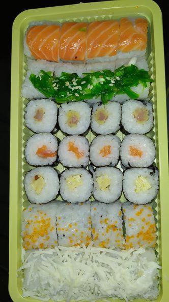Foto Makanan di OTW Sushi