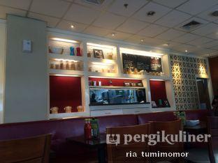 Foto 4 - Interior di Pizza Hut oleh riamrt