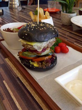 Foto 8 - Makanan di Mokka Coffee Cabana oleh @duorakuss