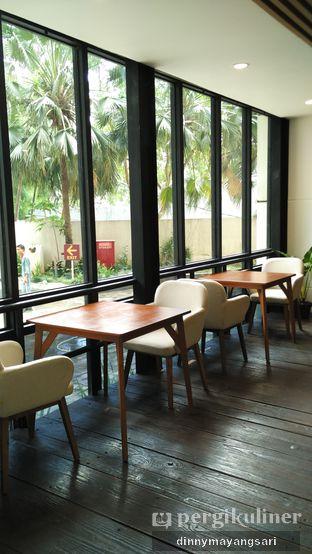 Foto 6 - Interior di Simetri Coffee Roasters oleh dinny mayangsari