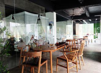 10 Tempat Nongkrong di Jakarta Pusat Ini Suasananya Asik Banget