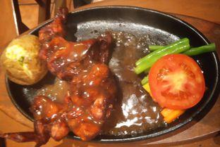 Foto 1 - Makanan(Spring Chicken (Half Body)) di Bon Ami Restaurant & Bakery oleh Kezia Kevina