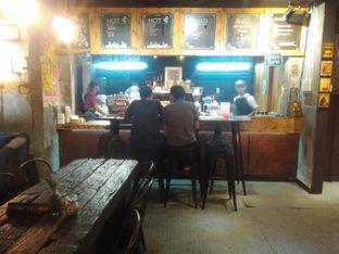 Foto 5 - Interior di Watt Coffee oleh Renodaneswara @caesarinodswr