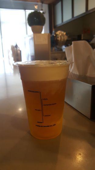 Foto 1 - Makanan(Green Tea Macchiato) di KOI Cafe oleh Budi Lee