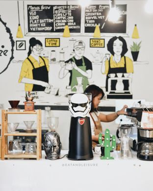 Foto 1 - Interior di Commit Coffee oleh Eat and Leisure