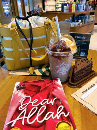 Foto - Makanan di Starbucks Coffee oleh Tatan