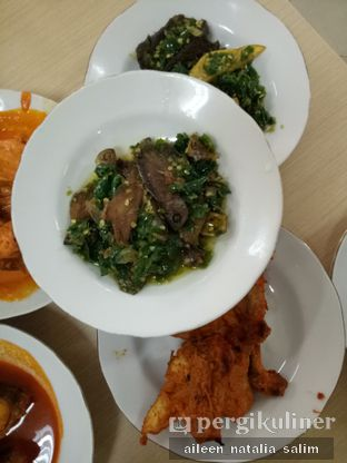 Foto 3 - Makanan(Ikan Asin Sambel Ijo) di Restoran Sederhana SA oleh @NonikJajan