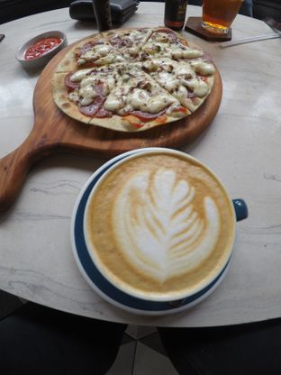 Foto 4 - Makanan(Cappucino) di Raindear Coffee & Kitchen oleh Pria Lemak Jenuh