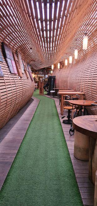 Foto 4 - Interior di Equator Coffee & Gallery oleh Mrc Mrc