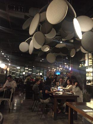 Foto 7 - Interior di Greyhound Cafe oleh @Itsjusterr