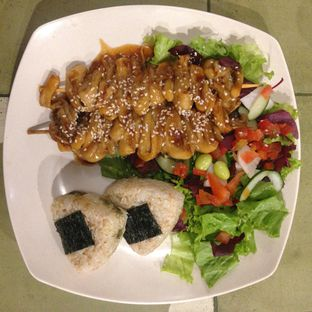 Foto 3 - Makanan(Greenogiri Platter) di Burgreens Express oleh Pengembara Rasa
