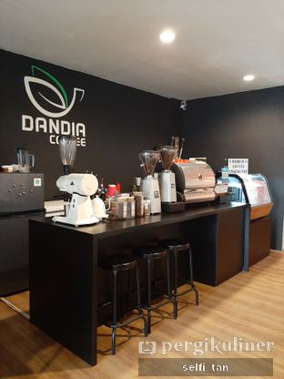 Foto 5 - Interior di Dandia Coffee oleh Selfi Tan