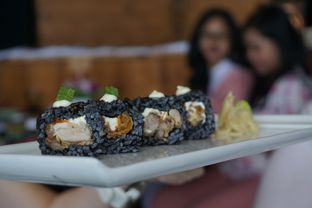 Foto 2 - Makanan(Chicken & Cream Cheese Ika Sumi Roll) di Enmaru oleh Elvira Sutanto