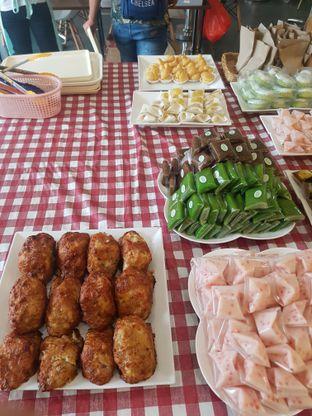 Foto 3 - Makanan di Dandy Bakery oleh Yuli || IG: @franzeskayuli