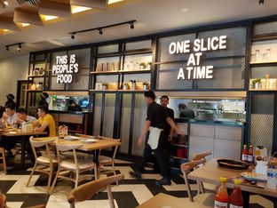 Foto 6 - Interior di Pizza Hut oleh Yuli || IG: @franzeskayuli