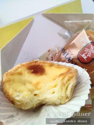 Foto 2 - Makanan(Portuguese Egg Tart) di Holland Bakery oleh Diana Sandra