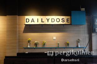 Foto 8 - Interior di Dailydose Coffee & Eatery oleh Darsehsri Handayani