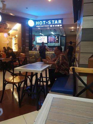 Foto 3 - Interior di Hot Star oleh om doyanjajan