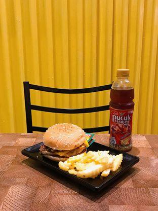 Foto 17 - Makanan di FIX Burger oleh yudistira ishak abrar