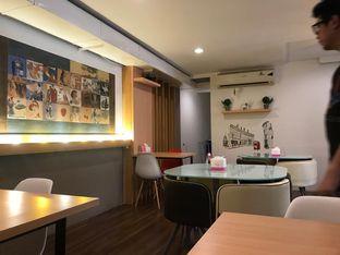 Foto 8 - Interior di Kojima Burger & Coffee oleh Makan2 TV Food & Travel