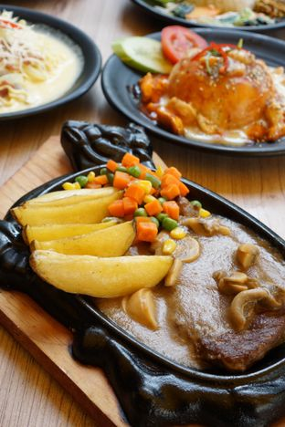 Foto 6 - Makanan di Love & Eat Cafe oleh Kelvin Tan