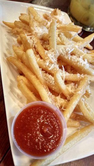 Foto 4 - Makanan(Tropical Truffle Fries) di Baconerie oleh YSfoodspottings