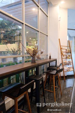 Foto 7 - Interior di Kaca Coffee & Eatery oleh Darsehsri Handayani