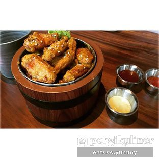 Foto - Makanan(Salted Egg Wings) di Holywings oleh Yummy Eats