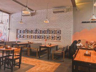Foto 4 - Interior di De Mandailing Cafe N Eatery oleh @qluvfood