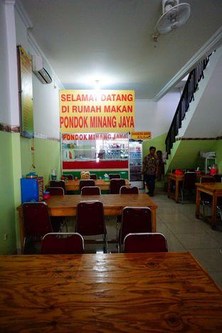 Foto 5 - Interior di RM Pondok Minang Jaya oleh Nanakoot