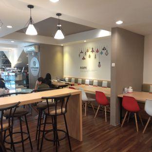Foto 8 - Interior di Kojima Burger & Coffee oleh felita [@duocicip]
