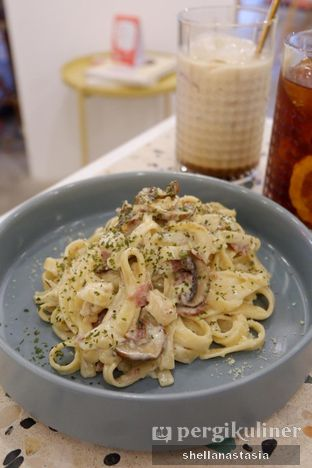 Foto 8 - Makanan(Fettucine Cream Chicken & Mushroom) di Sebastian Coffee & Kitchen oleh Shella Anastasia