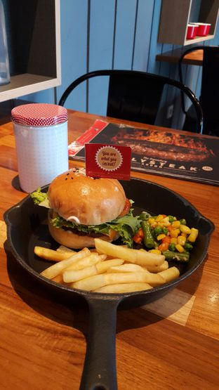 Foto 2 - Makanan di Steak Hotel by Holycow! oleh Stefy Tan