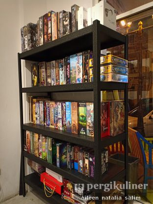 Foto 2 - Interior di Hello Cafe & Board Games oleh @NonikJajan