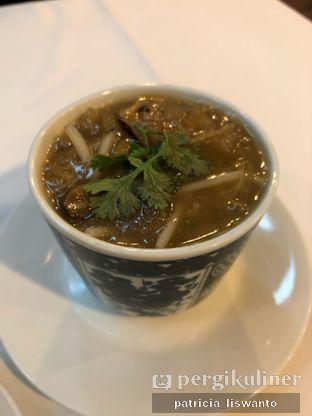 Foto 2 - Makanan(soup kepiting perut ikan) di Restoran Sanur oleh Patsyy