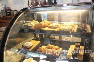 Foto 5 - Interior di Doppio Coffee oleh AndaraNila