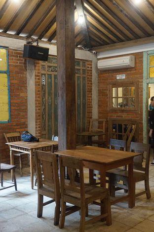 Foto 4 - Interior di Ragil Coffee & Roastery oleh yudistira ishak abrar