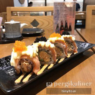 Foto 3 - Makanan(Spicy Salmon Cheese Roll) di Sushi Matsu - Hotel Cemara oleh Tiny HSW. IG : @tinyfoodjournal