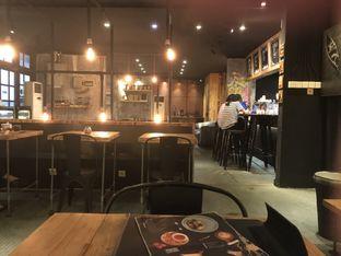 Foto 3 - Interior di Watt Coffee oleh Oswin Liandow
