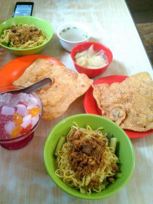 Foto 4 - Makanan di Bakmie BBT oleh Renodaneswara @caesarinodswr