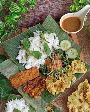 Foto 1 - Makanan di Pecel Pincuk Ayam Lodho Mbak Ti oleh Junior