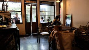 Foto 4 - Interior di But First Coffee oleh YSfoodspottings